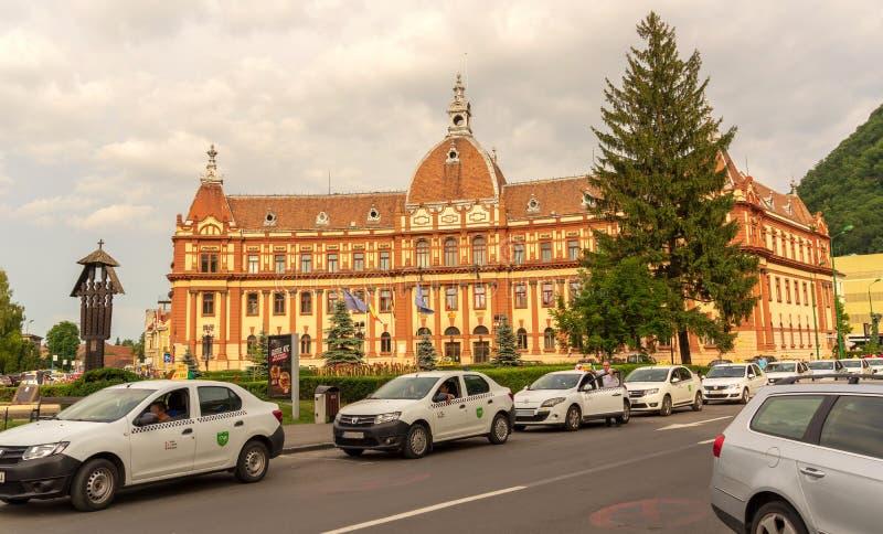Stadshus på Brasov, i Rumänien arkivfoton