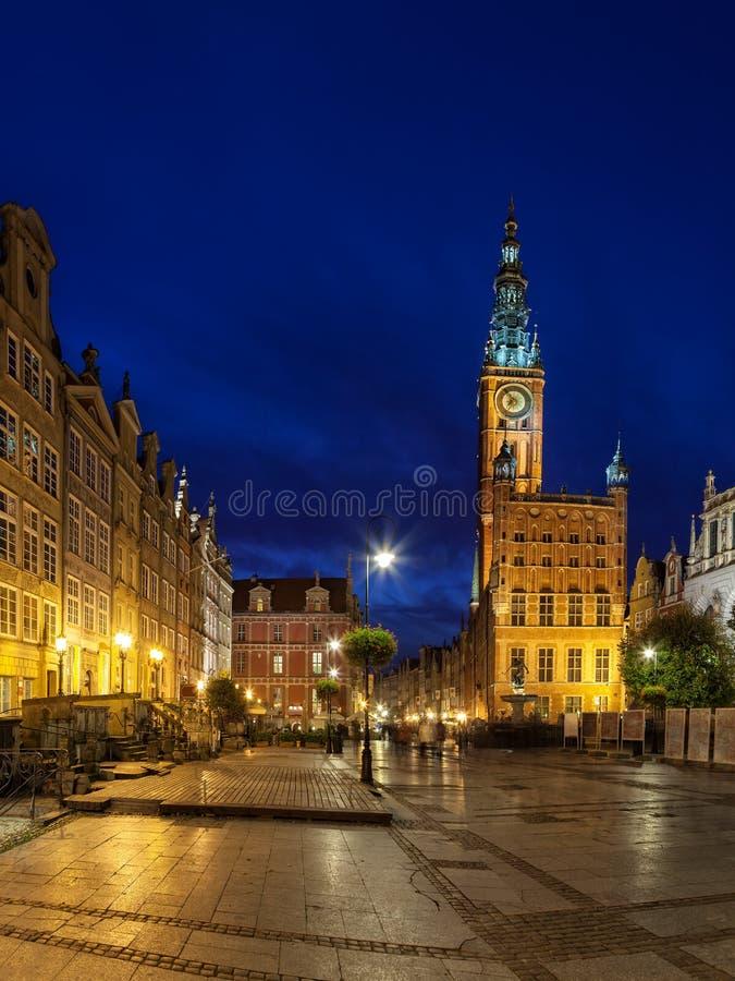 Stadshus på natten i Gdansk royaltyfri fotografi
