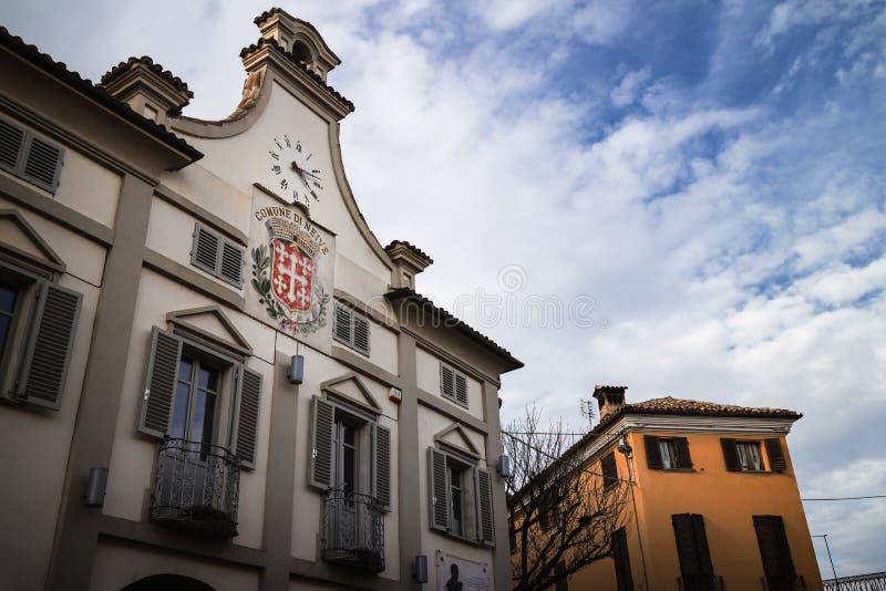 Stadshuset av Neive, Italien, en av de huvudsakliga byarna av langhevinområdet arkivfoto