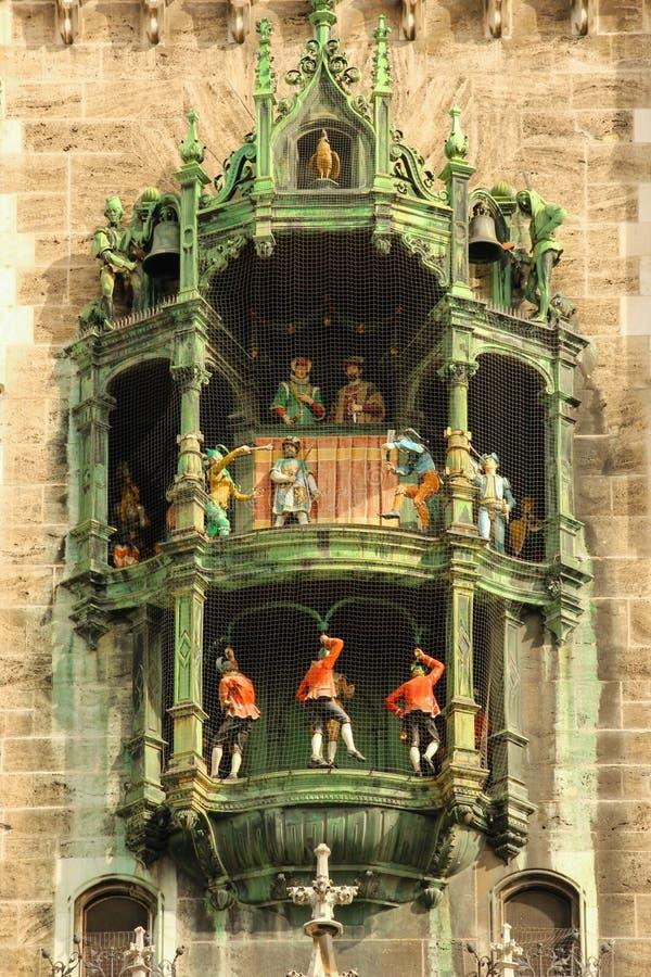 Stadshusklocka. Munich. Tyskland arkivfoton