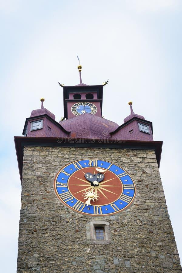 Stadshusklockatorn i Lucerne i Schweiz royaltyfria bilder