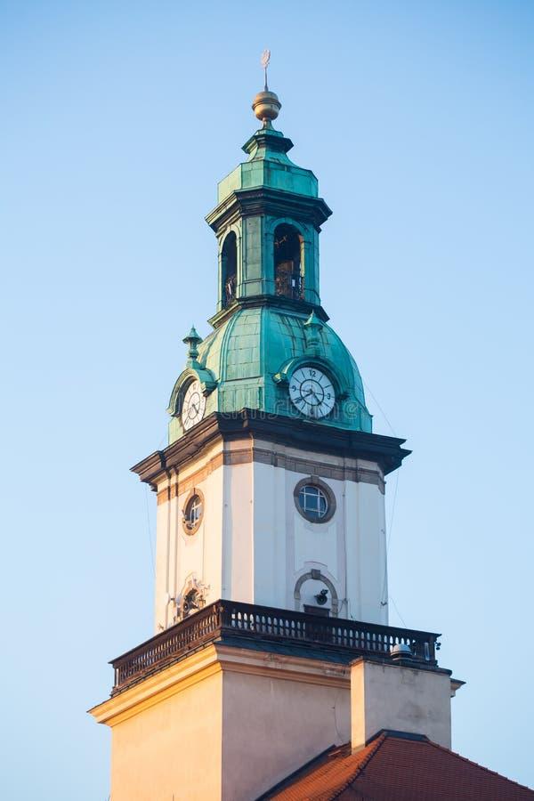 Stadshustorn, Jelenia Gora, Polen arkivbild