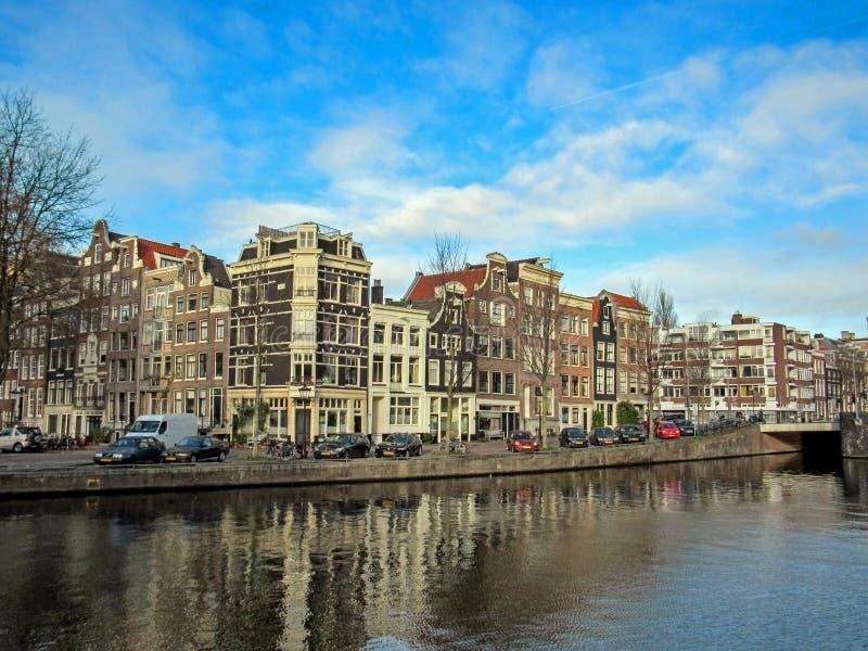 Stadskanaal en beroemde Nederlandse traditionele Vlaamse baksteengebouwen in Amsterdam, Holland, Nederland royalty-vrije stock foto's