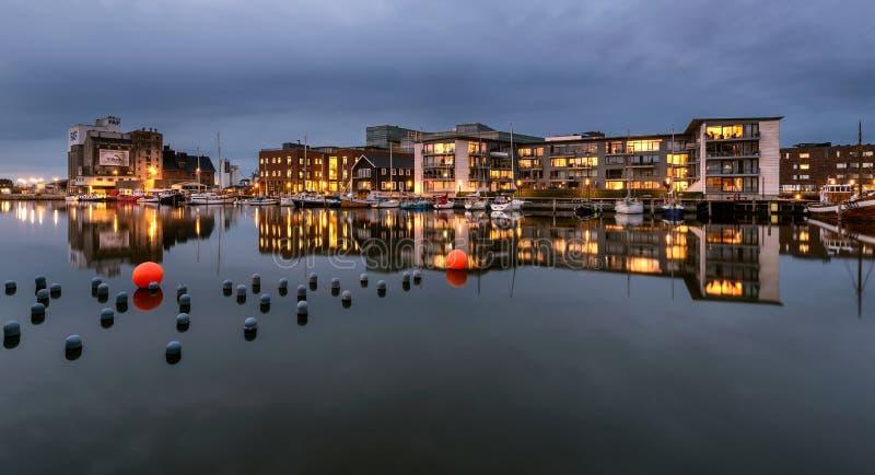 Stadskomplex på den Odense hamnen, Danmark royaltyfri bild
