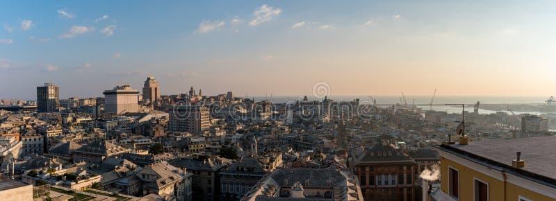 Stadslandskap av Genoa Italy At Sunset With blå himmel arkivbilder