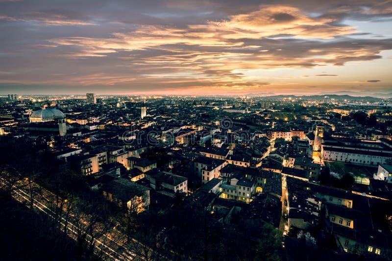 Stadslichten bij Zonsondergang, Brescia, Italië royalty-vrije stock afbeelding