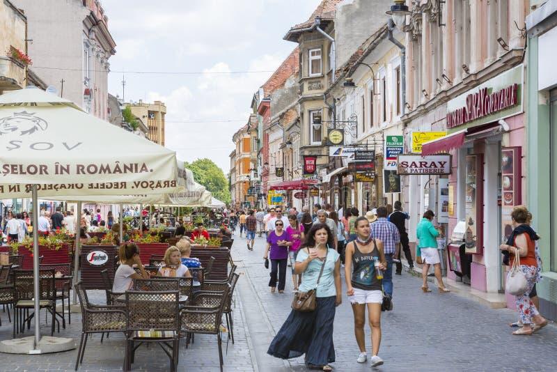Stadsliv i Brasov, Rumänien royaltyfri foto