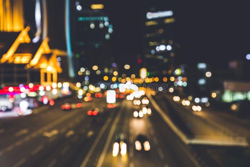Stadsljus som glimmar på natten Skott med bokeheffekt royaltyfria bilder
