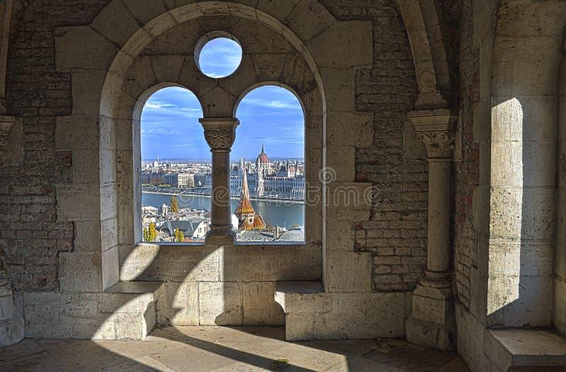 Stadsmening en het Parlement van Boedapest royalty-vrije stock afbeeldingen