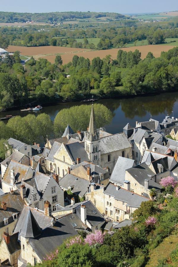 Stadsmening en rivier Wenen Chinon frankrijk royalty-vrije stock afbeeldingen