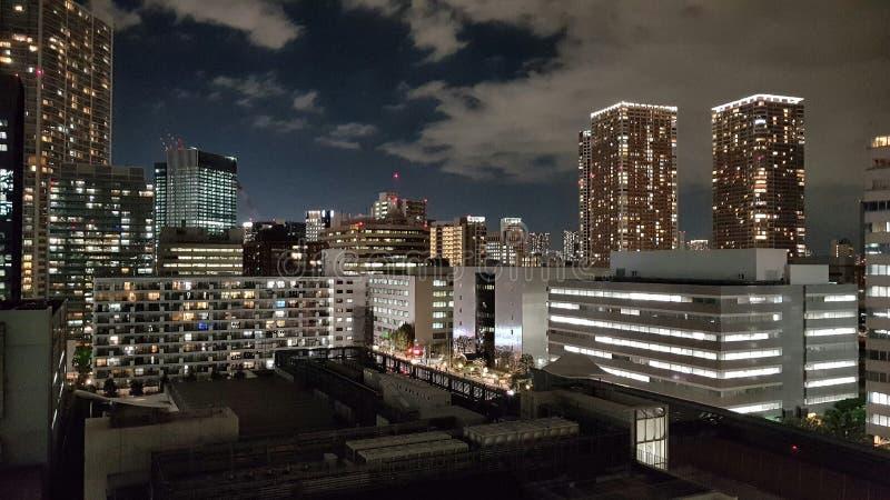 Stadsmening van Bureau en Woningbouw in Minato Tokyo stock afbeeldingen