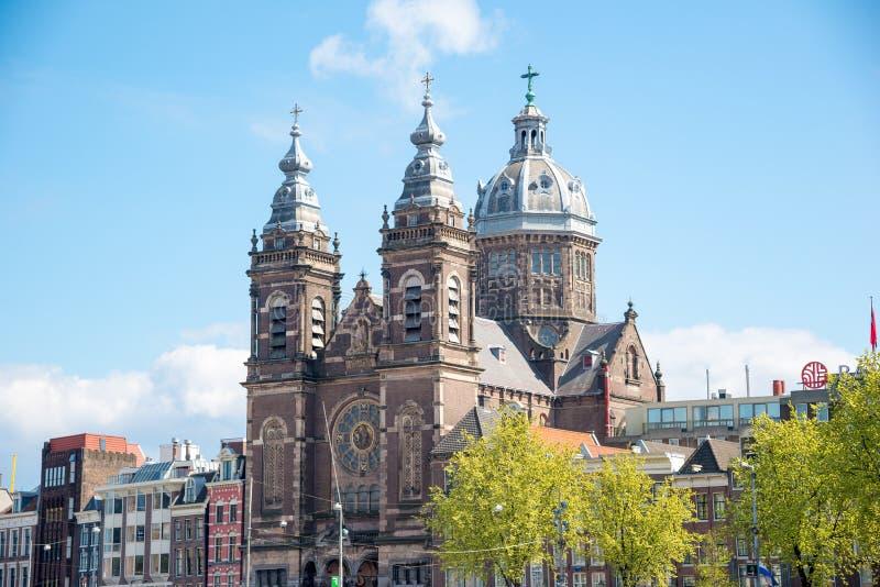 Stadsmening van de Basiliek van Heilige Nicholas Church - sint-Nicolaasbasiliek Amsterdam, Nederland stock foto