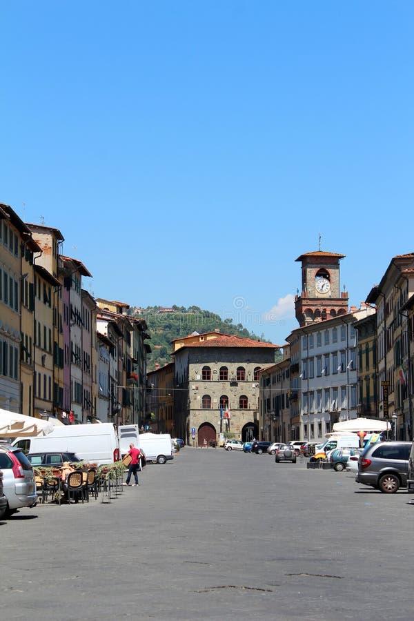 Stadsmening van Pescia, Italië stock foto's