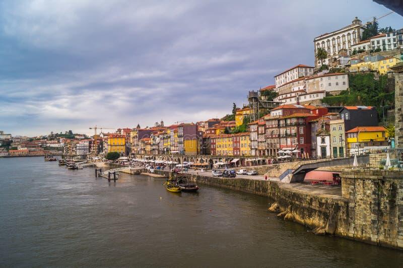 Stadsmening van Porto en de Douro-rivier; Portugal stock afbeelding