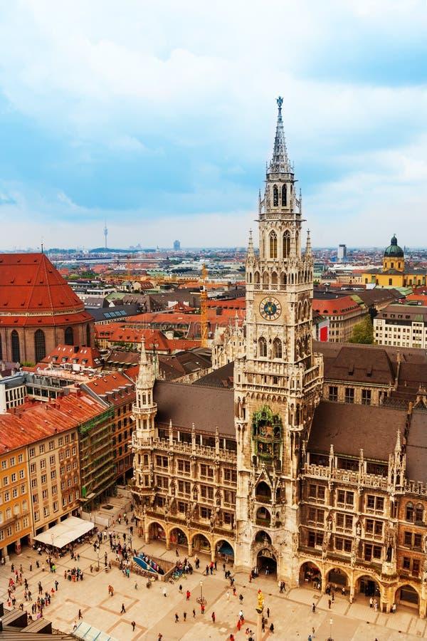 Stadsmitt av Munich, Marienplatz, nytt stadshus royaltyfri bild