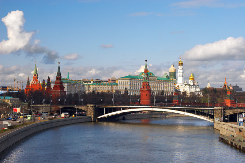 stadsmoscow flod royaltyfria bilder