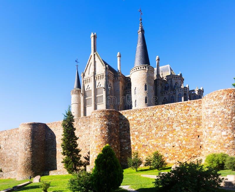 Stadsmuren en Bisschoppelijk Paleis van Astorga royalty-vrije stock foto's