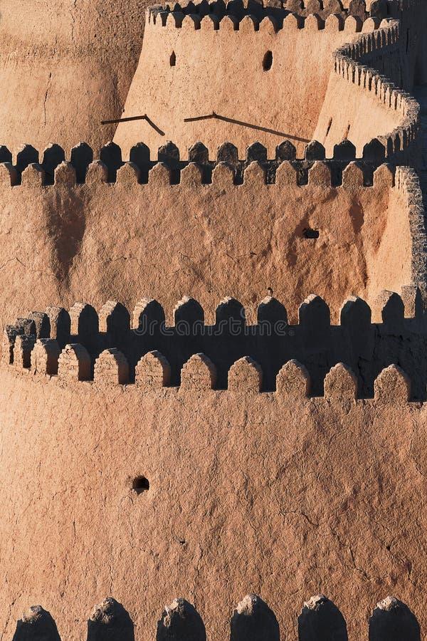 Stadsmuren van de stad van Khiva in Oezbekistan stock foto's
