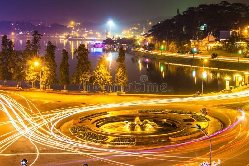 Stadsnattljus, dalatstad Vietnam arkivfoto