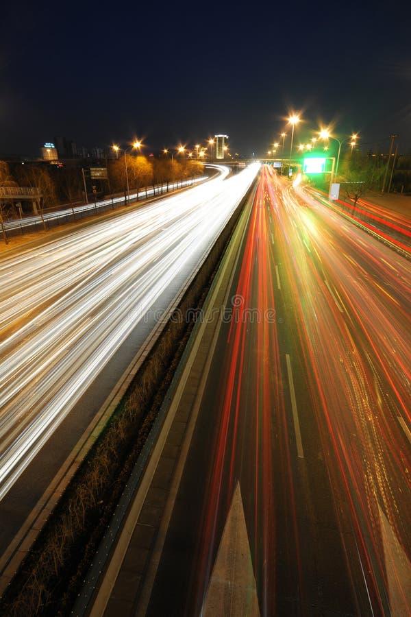 stadsnatttrafik royaltyfri foto