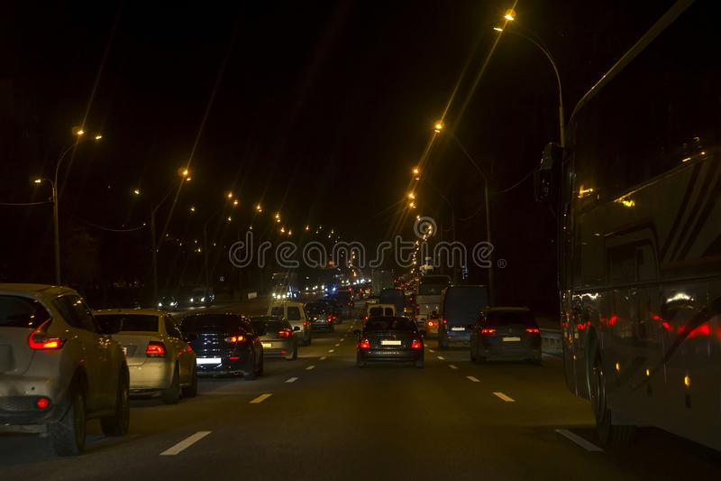 Stadsopstopping Heel wat auto's bij weg stock afbeeldingen