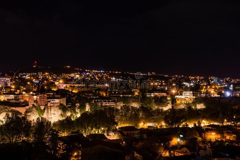 Stadspanorama i tiflis på natten fotografering för bildbyråer