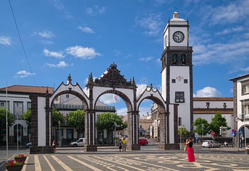 Stadspoort van Ponta Delgada, het eiland van Saomiguel, de Azoren, Portugal stock fotografie