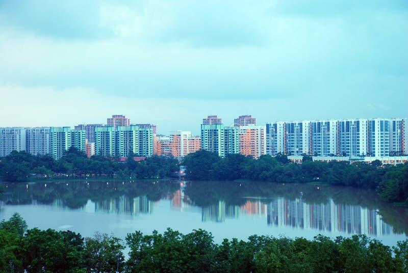 stadsreflexion singapore arkivbilder