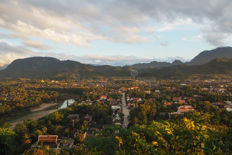 Stadssikt av Luang Prabang arkivfoton