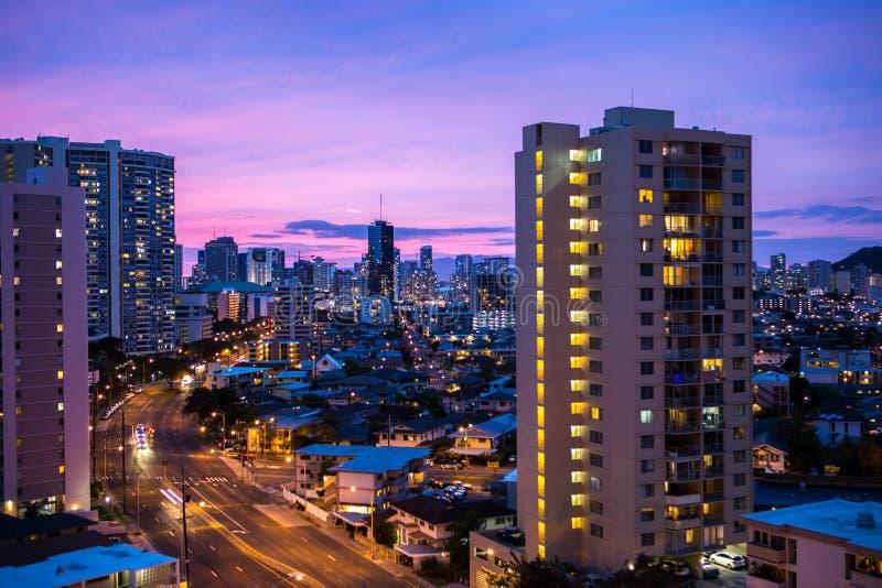 Stadssikt av solnedgången royaltyfri foto