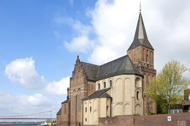 Stadssikt Emmerich, forntida St Martins kyrka arkivbilder