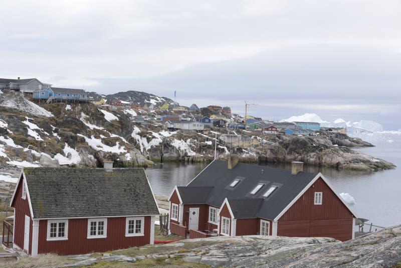 Stadssikt Ilulissat i det arktiska havet royaltyfri fotografi