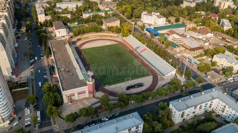 Stadssikt med stadion arkivbilder