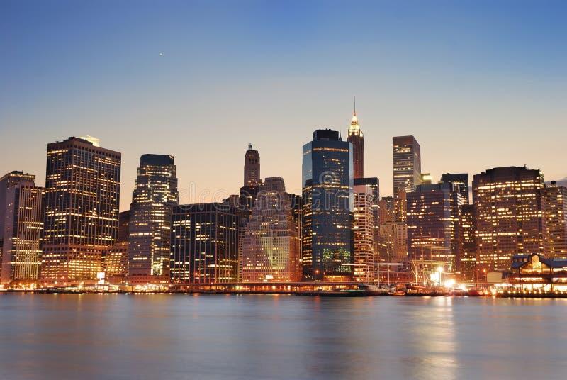 stadsskymning manhattan New York arkivfoton