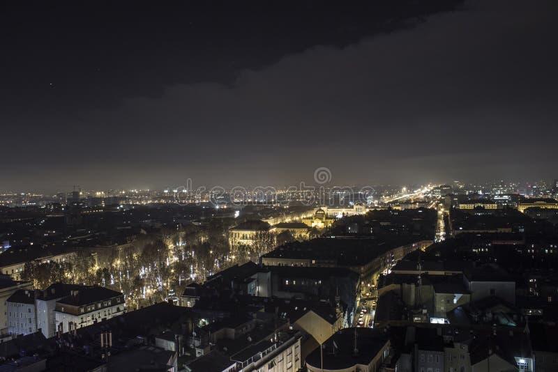Stadsstraten bij nacht stock fotografie