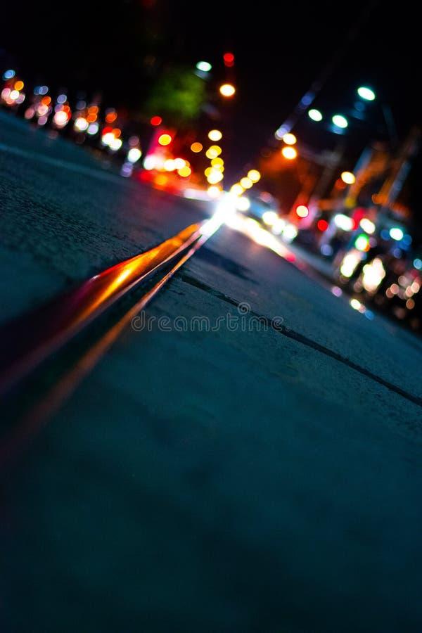 stadstjecken t?nder den nattprague republiken royaltyfri fotografi