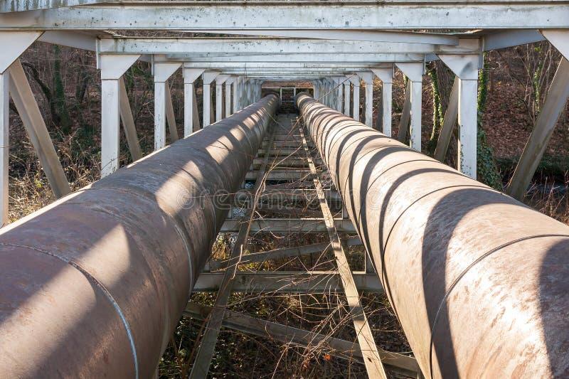 Stadsvattenförsörjningrör royaltyfri bild