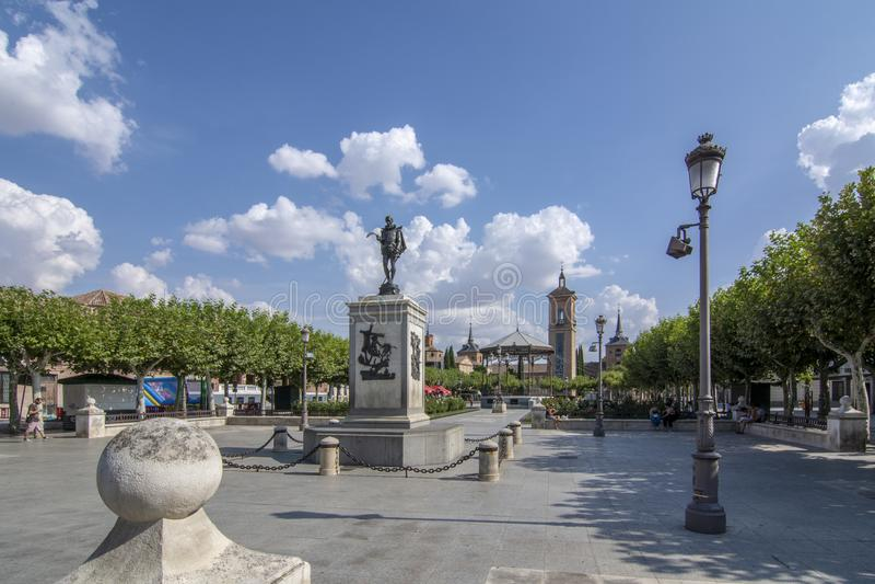 Stadsvierkant in Alcala DE Henares, beroemde stad in Spanje stock afbeelding