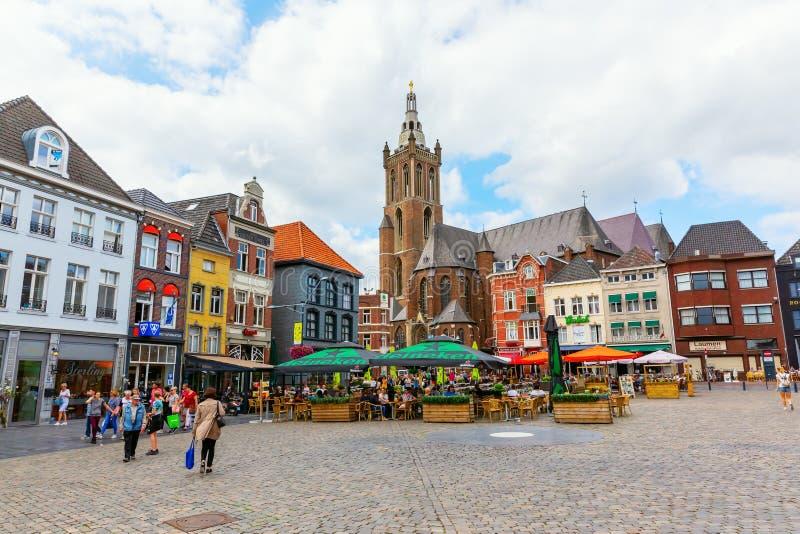 Stadsvierkant met Munsterkerk in Roermond, Nederland royalty-vrije stock afbeeldingen
