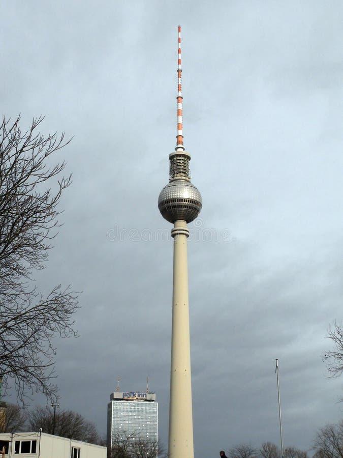 Stadt †‹â€ ‹von Berlin deutschland Panoramas von bildhauerischen Zusammensetzungen und von mittelalterlichen Kirchen im Stadtze stockbilder