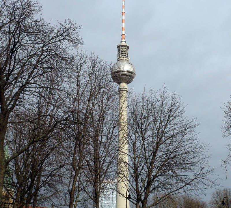 Stadt †‹â€ ‹von Berlin deutschland Panoramas von bildhauerischen Zusammensetzungen und von mittelalterlichen Kirchen im Stadtze stockfotos
