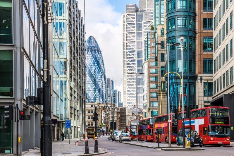 Stadt-Ansicht von London um Liverpool-Straßenstation lizenzfreie stockfotografie