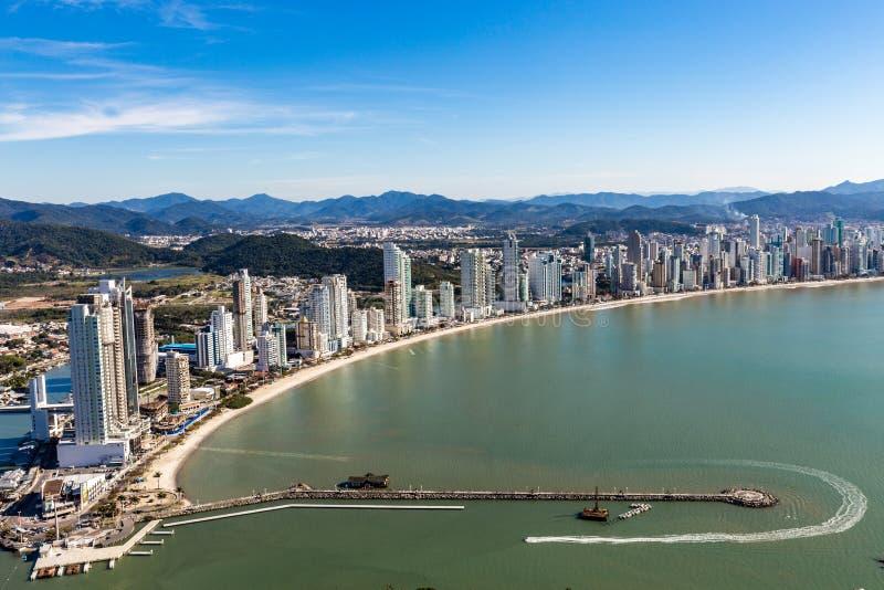 Stadt-Ansicht von Strand Balneario Camboriu Santa Catarina lizenzfreies stockfoto