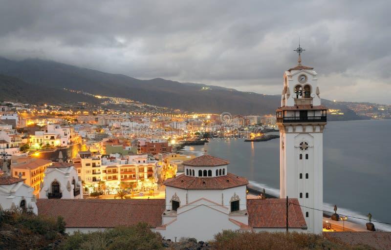 Stadt Candelaria an der Dämmerung, Tenerife Spanien lizenzfreies stockfoto