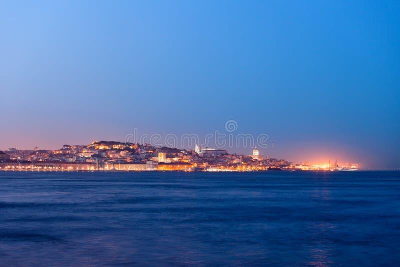 Lissabon Fluss stadt der lissabon fluss ansicht in der dämmerung stockbild bild