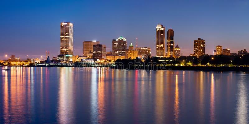 Stadt der Milwaukee-Skyline. lizenzfreies stockfoto