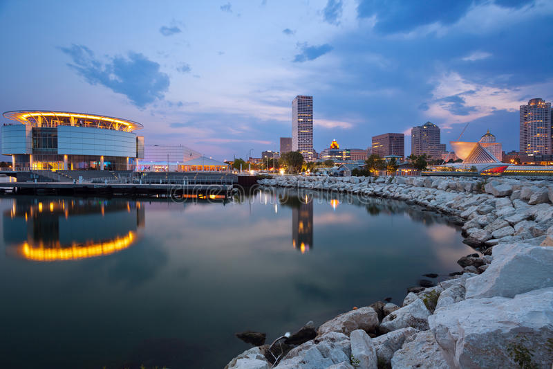 Stadt der Milwaukee-Skyline. lizenzfreie stockfotografie