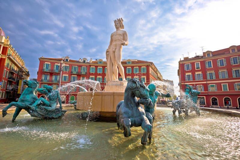 Stadt der Nizza Platz Massena-Quadrats und Ansicht Fountain du Soleil, touristischer Bestimmungsort von französischem Riviera lizenzfreies stockbild