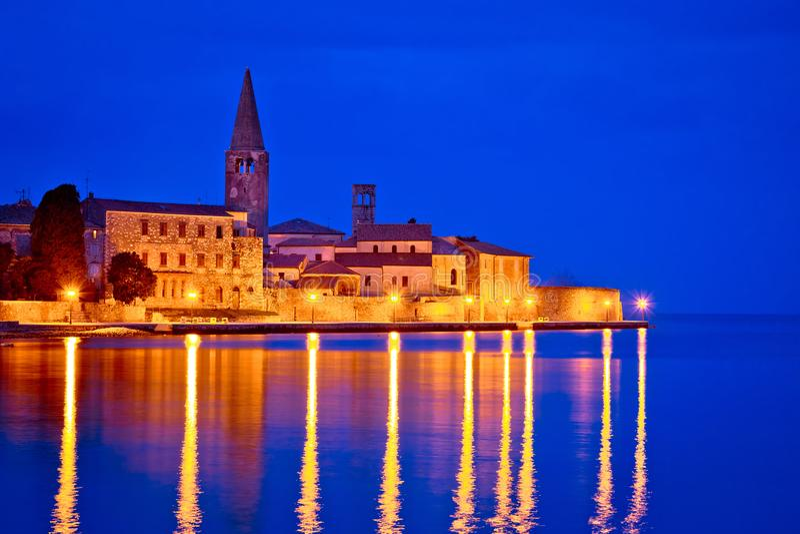 Stadt der Porec-Küsten-Abendansicht stockbilder