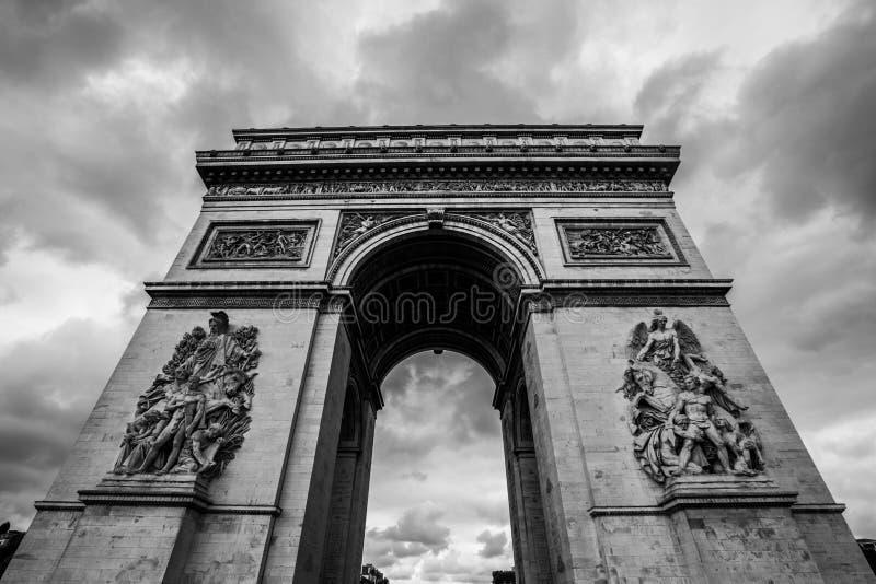 Stadt des Arcs de Triomphe Paris in B&W lizenzfreie stockbilder